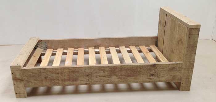 Steigerhouten bed maken klik hier voor een bouwtekening for Bed van steigerhout maken